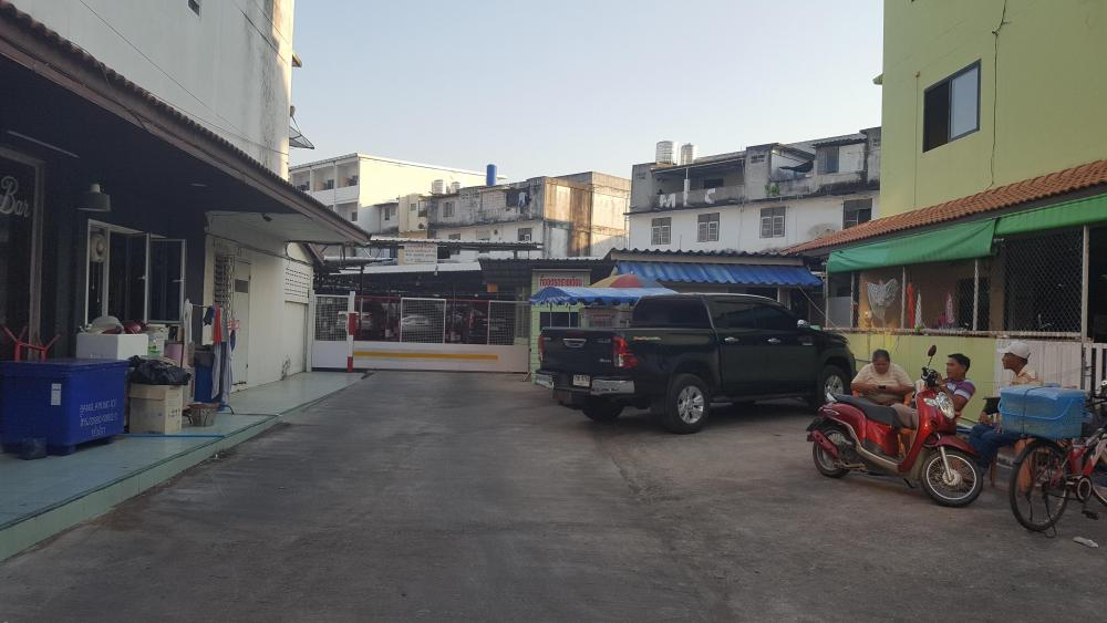 Back street off Soi Chiaphum  2.jpg