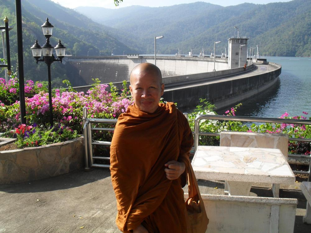 A Buddah at the dam.jpg