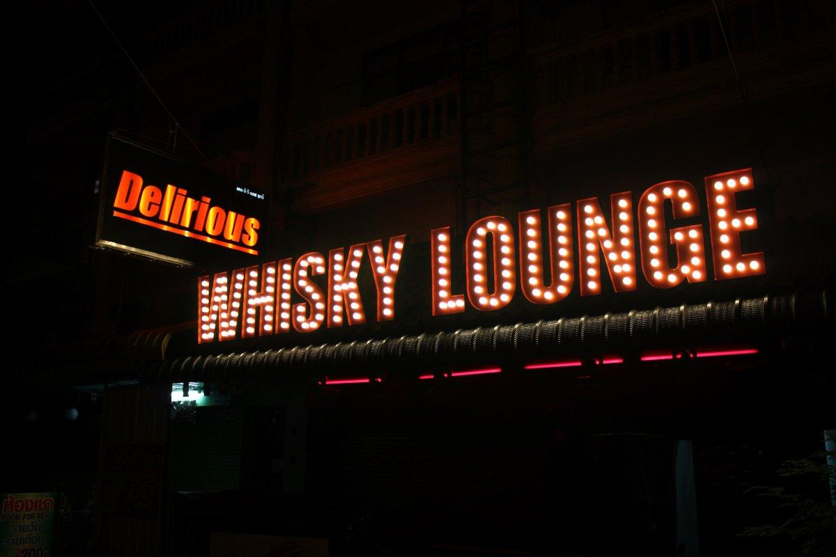 Delirious Bar & Whisky Lounge - Soi Chaiyapoon
