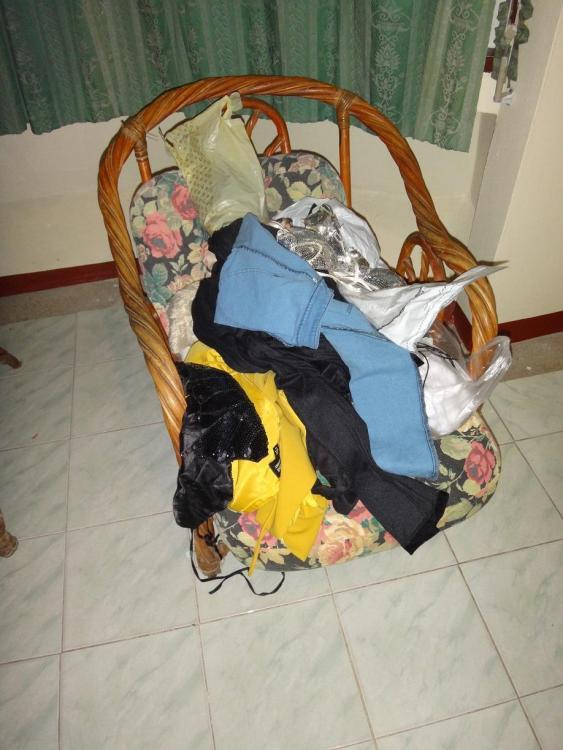 clothes.thumb.JPG.8ee160449820990a14bad96469b878b7.JPG