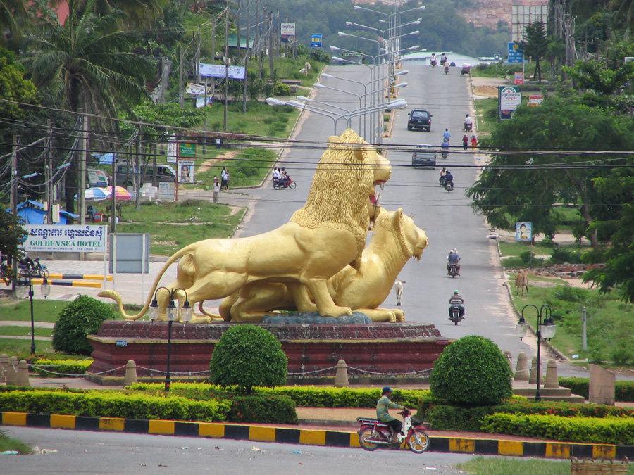 golden-lions-roundabout-sihanoukville-1.jpg.086ecaf3a7f83de2091250e3ca2855a4.jpg